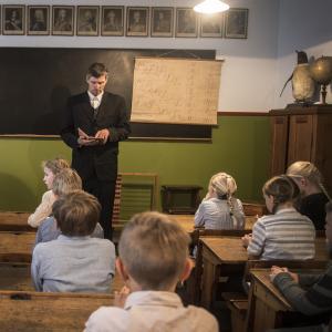 Den gamle skolestue hvor elever undervises som i 1940'erne