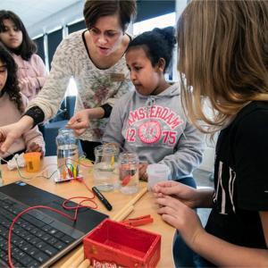 Elever laver teknologiske forsøg